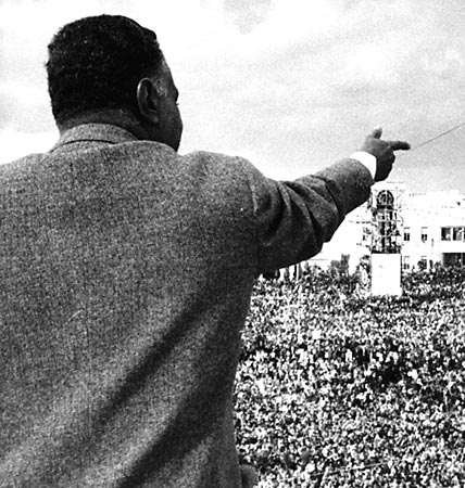 Charismatic and a natural orator, Nasser appealed to millions of Arabs, including this crowd in Syria. Photo: al-Ahram.