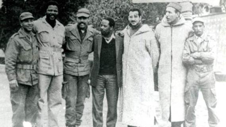 Nelson Mandela with troops from the Algerian Liberation Army. Photo: www.sahistory.org.za