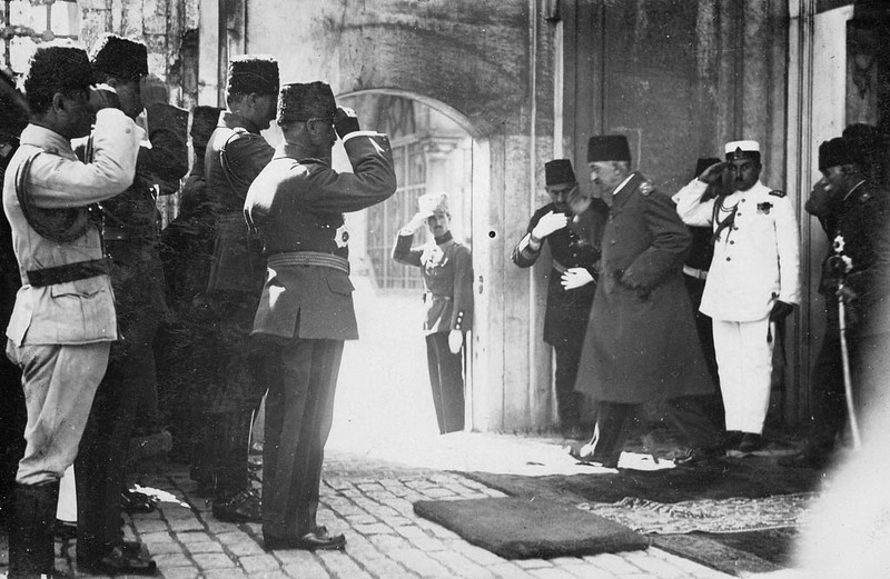 Deposed Sultan Mehmed VI leaves for exile as the Ottoman Sultanate is abolished in 1922.